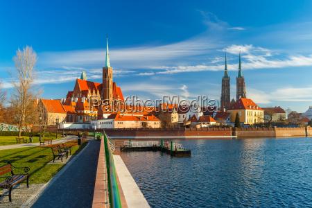 isola cattedrale al mattino wroclaw polonia