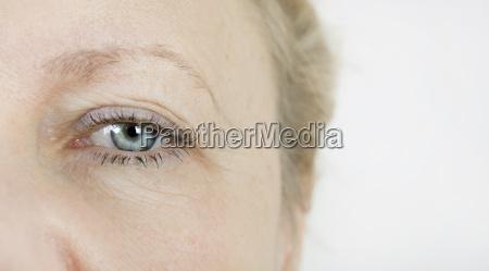 occhio donna anziana