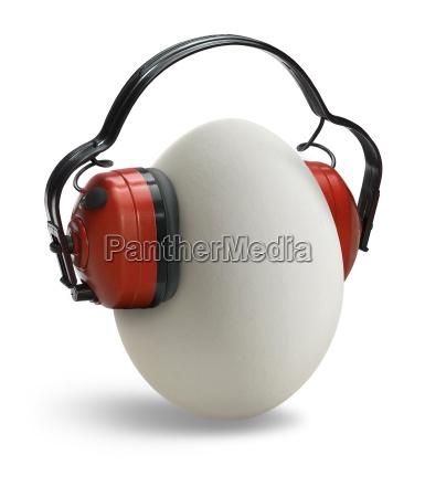 uovo con protezioni per le orecchie