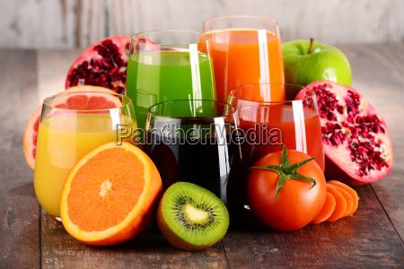 vetri dei succhi di frutta e