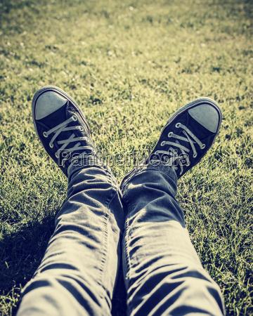 tipo gambe allaperto alla moda trendy
