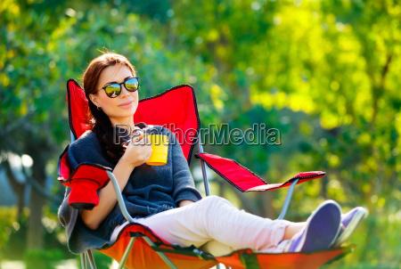 donna sedia poltrona relax allaperto bello