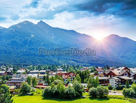 bellissimo villaggio montuoso