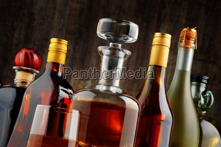bottiglie di bevande alcoliche assortite