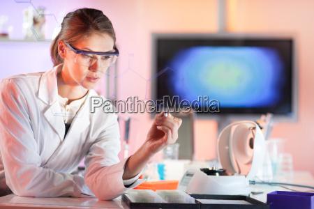 ricercatore, di, scienze, della, vita, che - 16141173