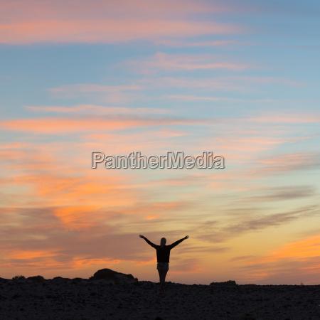 donna luce riflessivo viaggio viaggiare dio