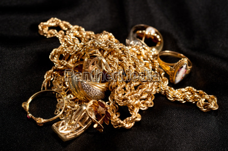 rottami gioielli doro tra cui catene