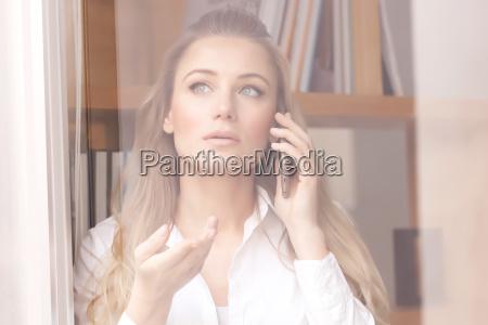 telefono femminile ritratto comunicazione donna daffari