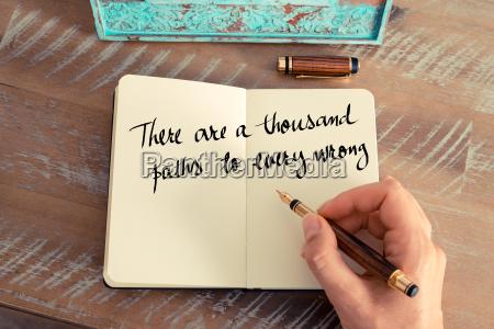 donna mano scrivere strategia progettazione concetto
