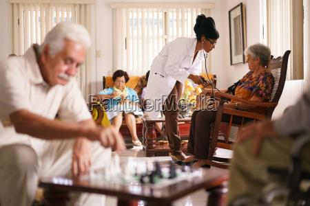 hospice medico misurazione della pressione sanguigna