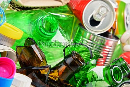 immondizia riciclabile costituito da vetro plastica