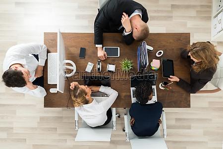 triste noioso affare affari lavoro professione