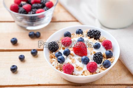 yogurt sano e nutriente con cereali