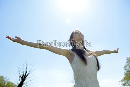 donna liberta successo trionfo godendo rallegrare