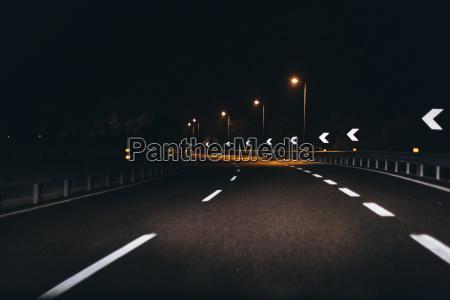 pericolo traffico notte buio oscurita curva