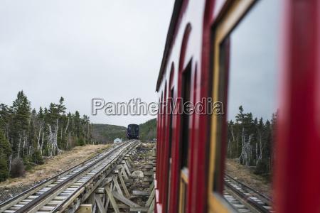 treno veicolo mezzo di trasporto viaggio