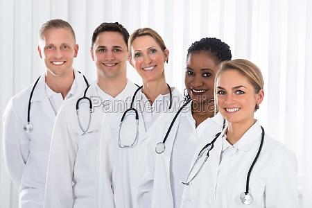 dottore medico salute medicina in piedi