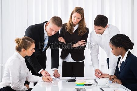 persone popolare uomo umano ufficio affare