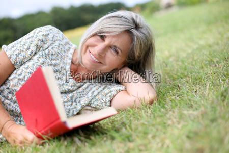 libro di lettura maggiore della donna