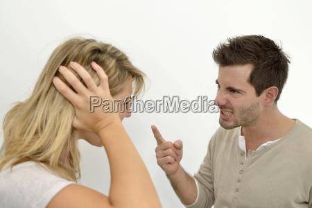 luomo arrabbiato con la donna e