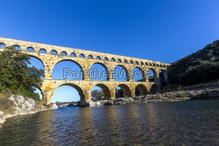 pont du gard e un antico