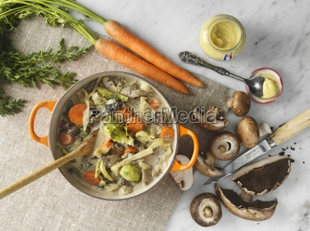 casseruola di vitello con carote funghi