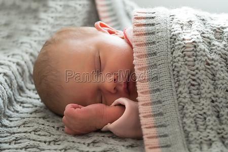 letto bambino neonato lattante sonno addormentato