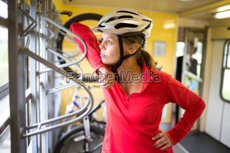 femminile ciclista attivo allaperto femmina giovani