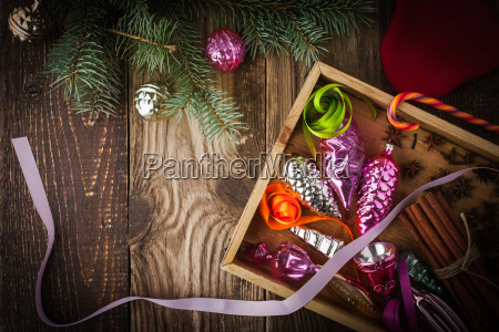 scatola di legno con decorazione dellalbero