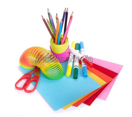 varios accesorios escolares para la creatividad