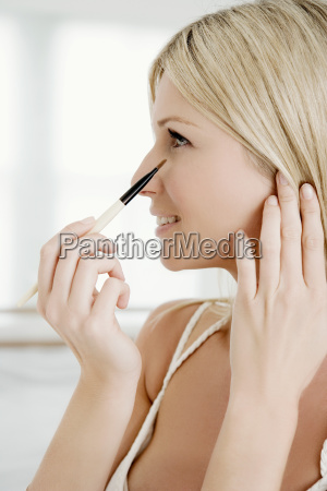 woman, with, eye, shadow, brush. - 18266172
