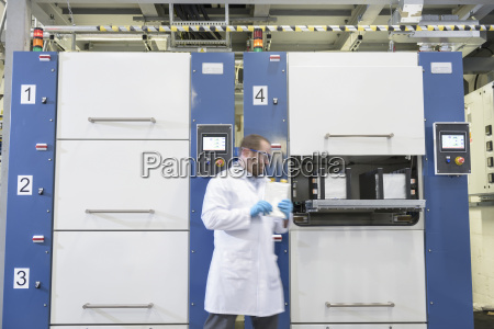 scientist, with, lithium, ion, pouch, cell - 18405020