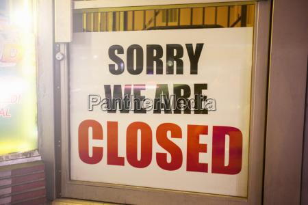 chiudere chiuso parola affare affari lavoro