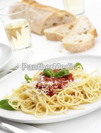 piatto di spaghetti al sugo di
