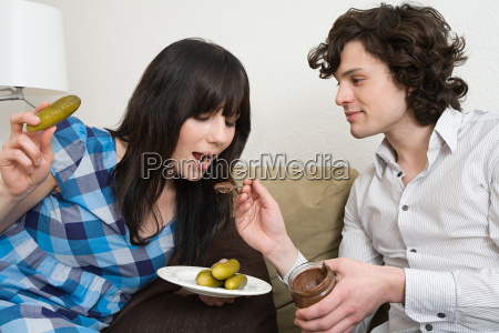 donna casa in casa femminile fame