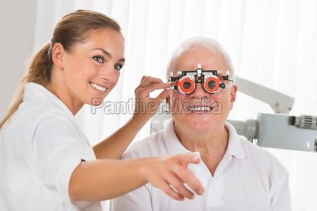 dottore medico femminile virile mascolino visione