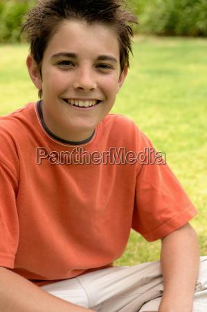 giovane, ragazzo, sorridente, alla, macchina, fotografica - 18779386