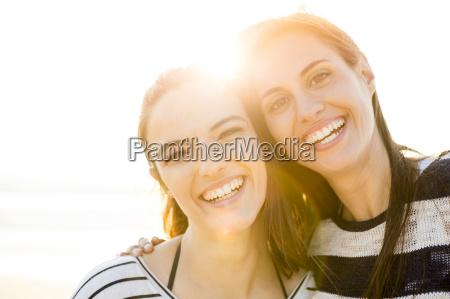 risata sorrisi donna donne riva del