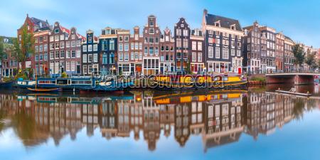 canale di amsterdam singel con case