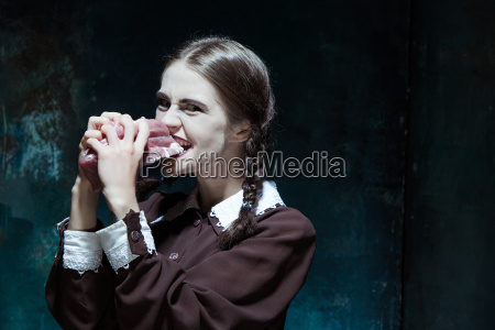 bloody, halloween, theme:, crazy, girl, with - 19123661
