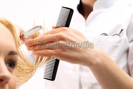capelli parrucchiere barbiere pettinare manipolato rasoio