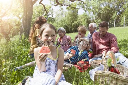 ragazza con languria a un picnic