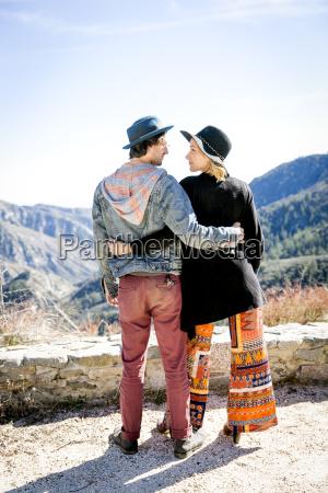 donna amicizia femminile virile mascolino cappello