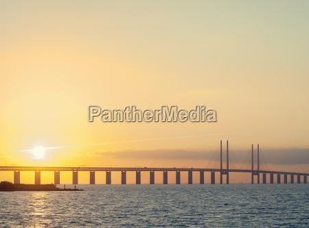 vista al tramonto del ponte oresund