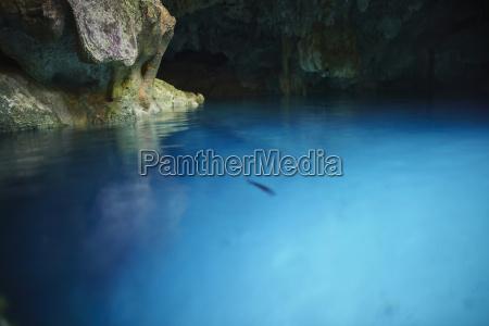 blu viaggio viaggiare grotta turismo riflesso