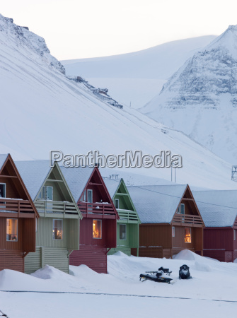le case colorate affiancano le strade