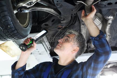 servizio riparazione meccanico meccanica laboratorio workshop