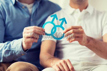primo piano di felice coppia gay