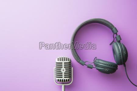 microfono dargento vintage e cuffie