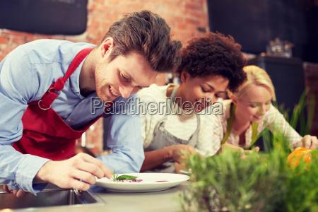 ristorante persone popolare uomo umano risata